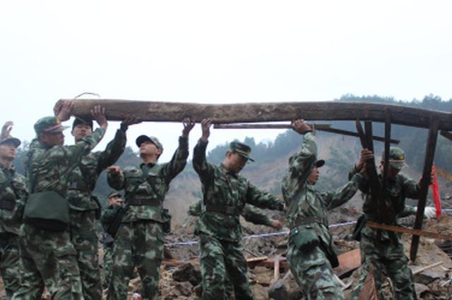 安徽铜陵:险情再次发生 武警官兵紧急救援