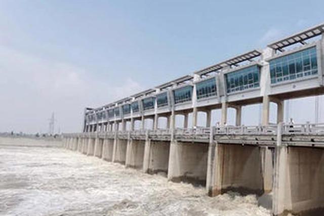 安徽已启用11个行蓄洪区 每公里60-100人巡堤
