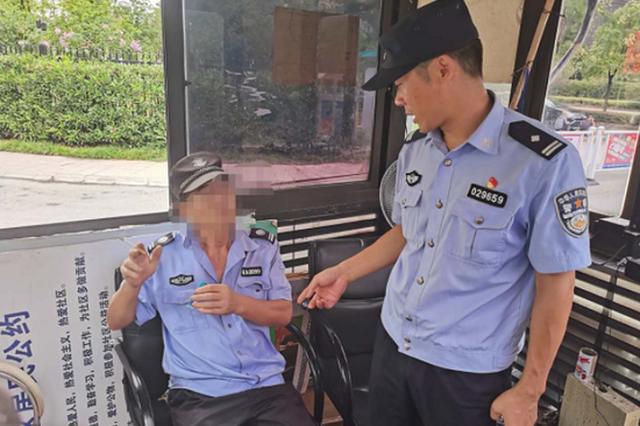民警叼着一根烟在小区门卫值班?铜陵警方查出真相