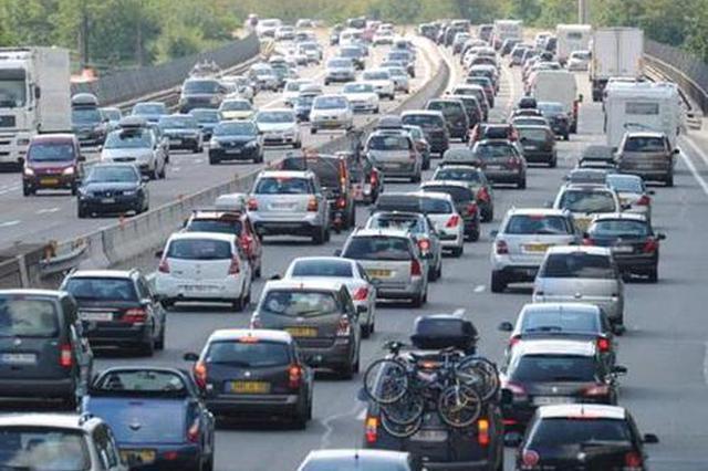 全国道路交通流量有所下降但仍处高位运行