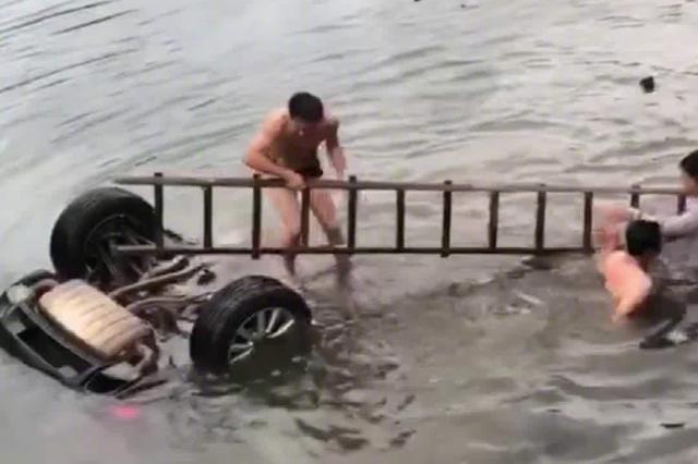 车辆在安徽六安冲破护栏 武汉一副区长坠河身亡