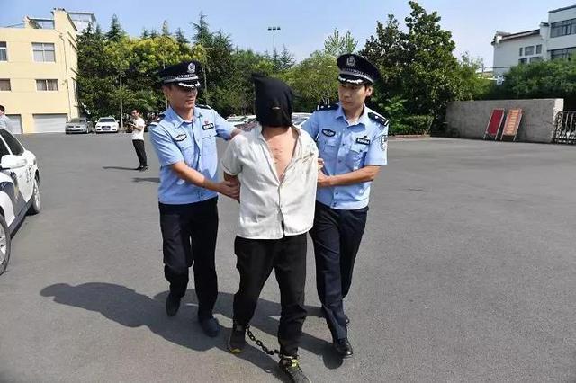 """男子杀人潜逃二十四年 遇上疫情""""封城""""暴露行踪"""