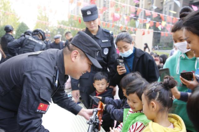 """亳州特警送安全进校园 29万人""""云端""""观看"""