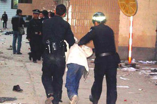 安徽一男子酒后踢踹民警被刑拘