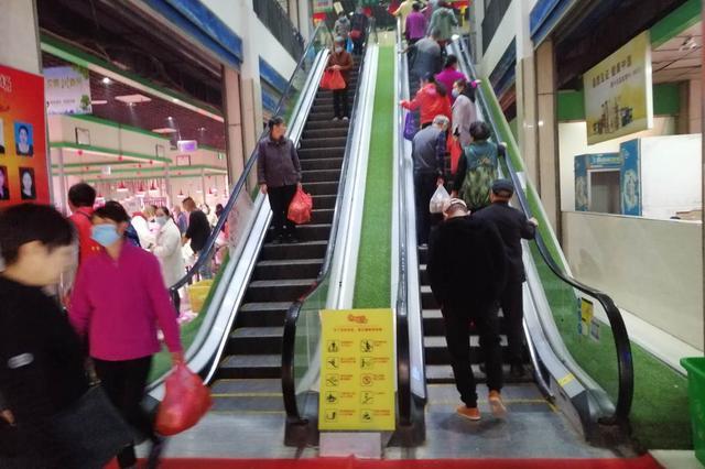 蚌埠:菜市场华丽转身 买菜犹如逛商场