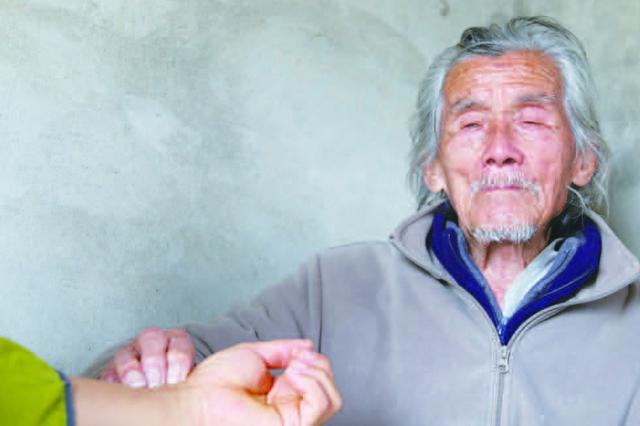 坚持用最便宜的药 阜阳95岁老中医坐诊