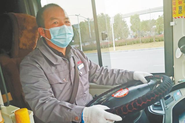 乘客忘性大 芜湖公交司机自费购买3000多个口罩免费送