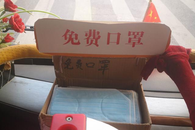 """芜湖一公交司机自费购买3000多口罩 免费送""""忘性大""""乘客"""