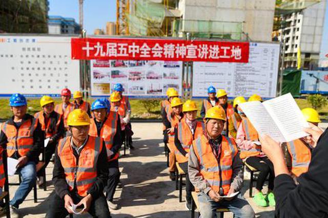 """安徽合肥:工地掀起""""学习潮"""" 工人党员先带头"""