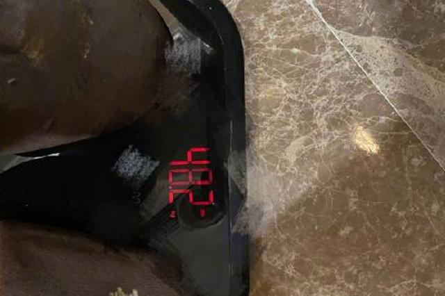 王俊凯告别健身餐后晒体重 身高1米8只有48.2公斤