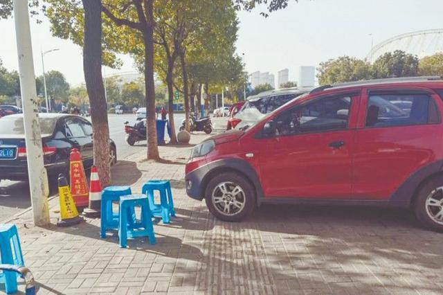 """多部门联合整治:搬掉校园周边的""""免费停车场"""""""