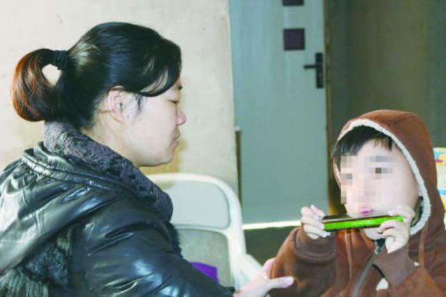 男童患上罕见病 妈妈期待更多奇迹