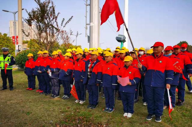 明光市第三小学开展文明交通劝导活动