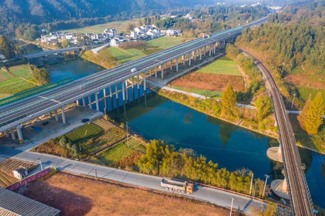 休宁县:美丽的黄湖线