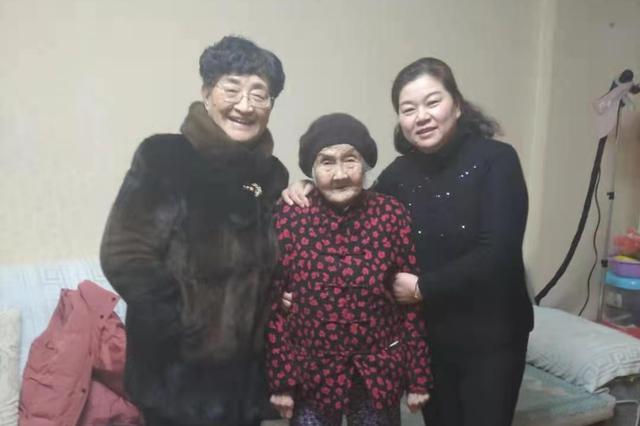 三代婆媳共处一室成母女