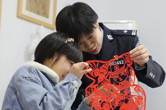 安徽合肥:剪纸迎新年
