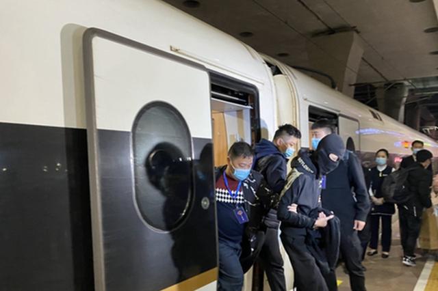 11人被押解回合肥 合肥公安瑶海分局跨省抓捕电诈嫌犯