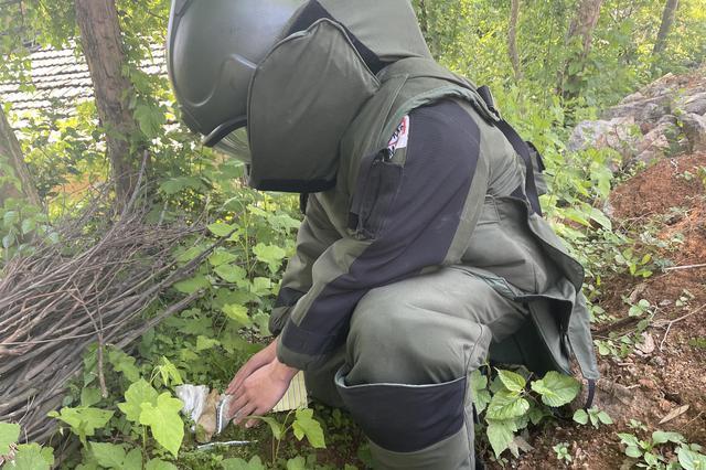 村民捡垃圾捡出炮弹 铜陵特警成功处置