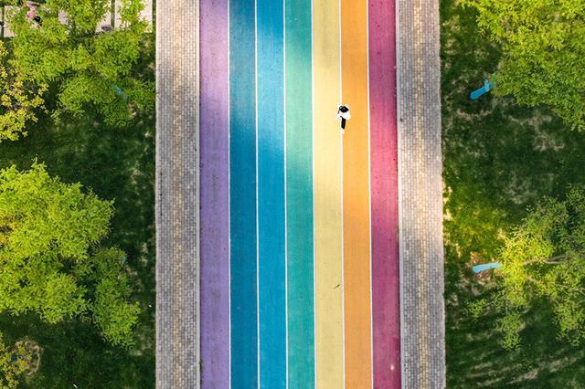 安徽庐江:最美乡村彩虹跑道