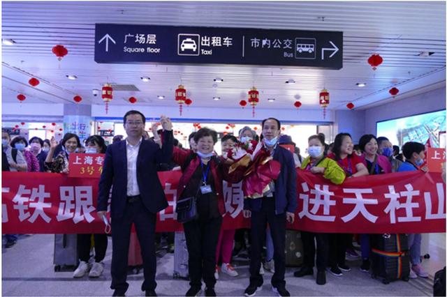 今年首批上海高铁旅游专列开进天柱山