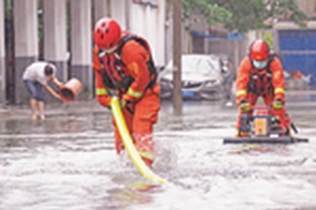 滁州消防救援抢排内涝