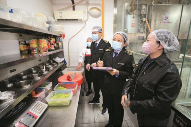 """加强食品安全监管 保障""""舌尖上的安全"""""""