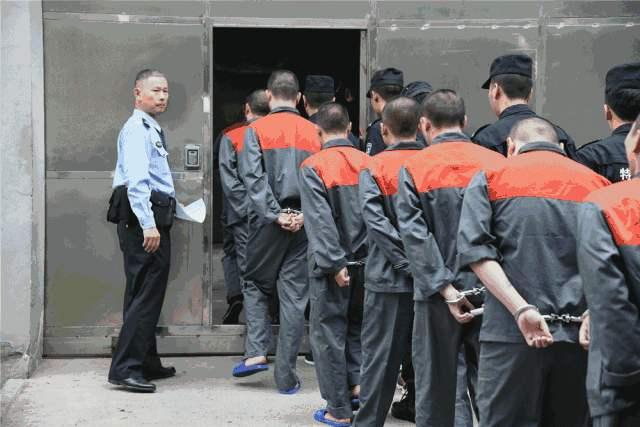 致多名被害人倾家荡产 芜湖一42人涉黑案一审开庭