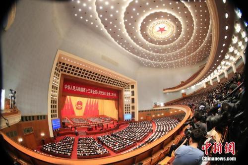 3月8日,十三届全国人大二次会议在北京人民大会堂举行第二次全体会议。中新社记者 杜洋 摄