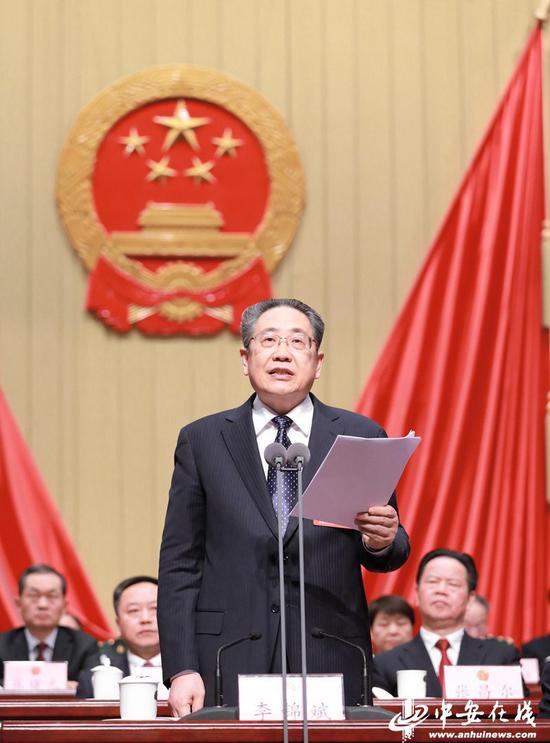 省委书记、省人大常委会主任李锦斌发表重要讲话。(摄影 许梦宇、刘玉才)