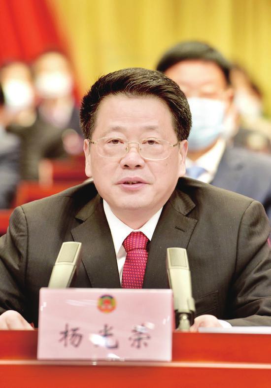 1月21日下午,中国人民政治协商会议第五届阜阳市委员会第五次会议胜利闭幕。副省长、市委书记杨光荣出席会议并讲话。本报记者 郭海洋 摄