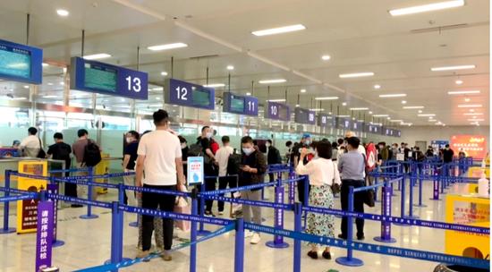 国庆期间合肥机场安检口