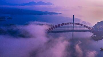 """别致""""双桥""""迷雾飘渺 太平湖"""