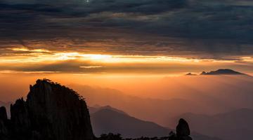 安徽黄山:菲律宾太阳网址,秋阳弄光影