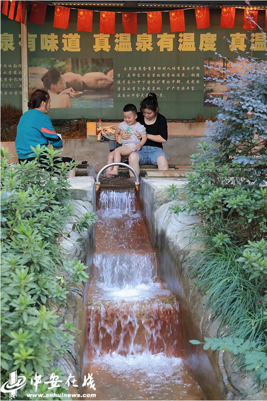 永泉农庄的温泉吸引了不少游客