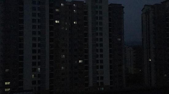 早晨6∶00不到,毛坦厂中学旁的出租房内陆续亮起了灯光