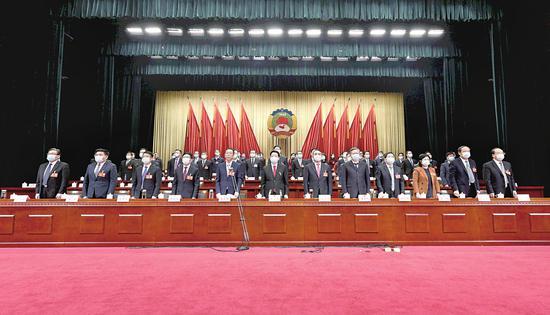 1月21日下午,中国人民政治协商会议第五届阜阳市委员会第五次会议圆满完成各项议程,胜利闭幕。本报记者 郭海洋 摄