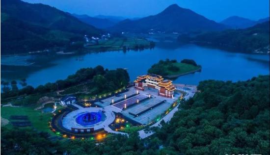 霍山县屋脊山游客接待中心(图源:霍山微旅游)