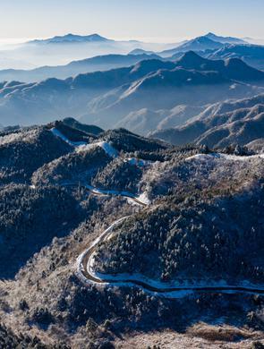 安徽霍山:雪舞银蛇大别山