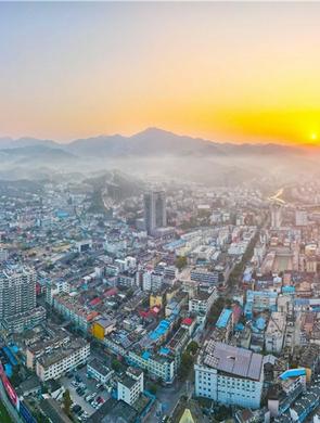 安庆岳西:云蒸霞蔚映山城