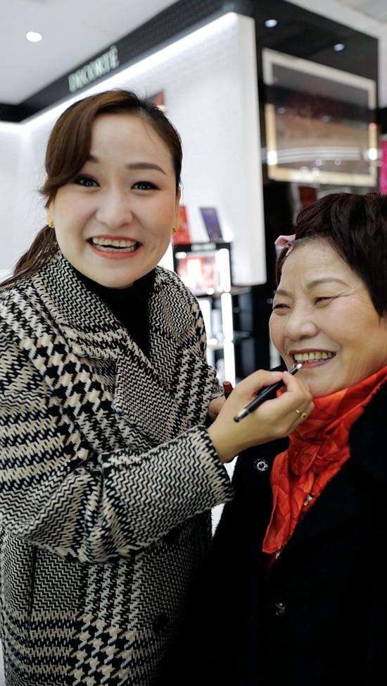银泰百货春节放假两天半 让一线员工过团圆年
