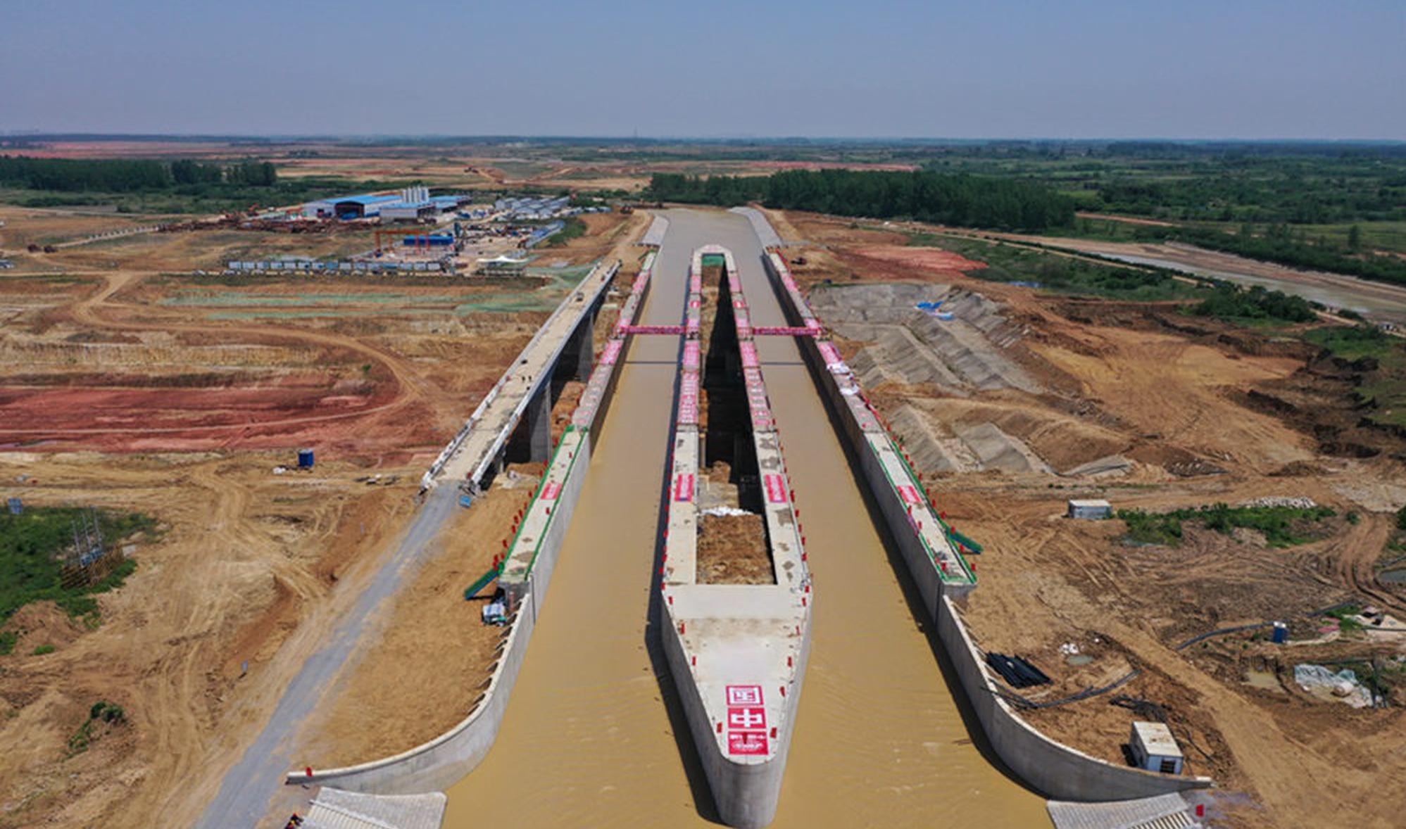 引江济淮淠河总干渠钢渡槽正式通水通航
