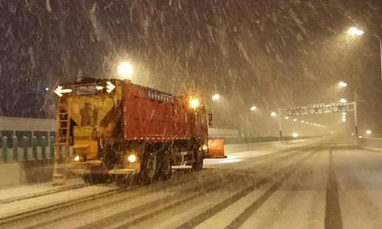 阜阳北路高架除雪