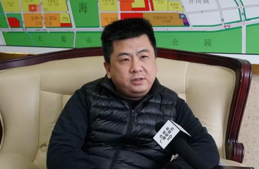 媒体采访蜀山经济开发区经济发展局副局长杜伟