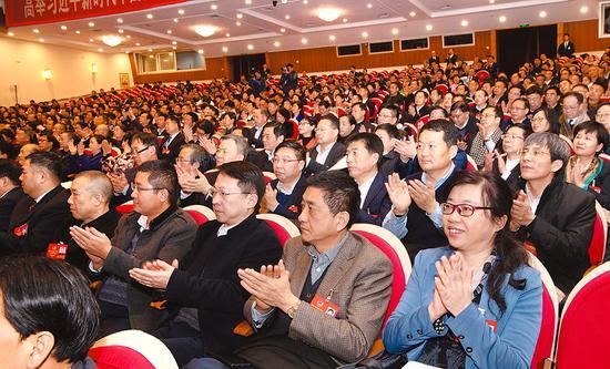 1月15日下午,省政协十二届三次会议圆满完成预定各项任务,胜利闭幕。记者 李博 杨竹 范柏文 摄