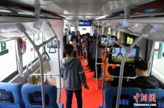 公交车资料图。中新社记者 张斌 摄