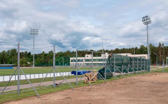 建设中的外围围栏