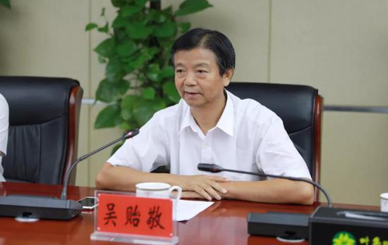 安徽省开发区协会会长、中国国际投资促进会常务理事、长三角开发区协同发展联盟副主席吴贻敬发表讲话