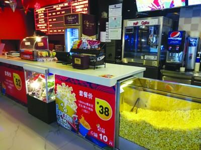 长江路一影院内自售食品饮料,禁止顾客带有刺激性味道的食物