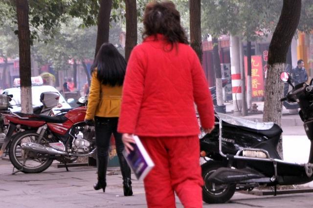 阜南人穿睡衣上街罚款200元刷屏 阜南县政府:假消息