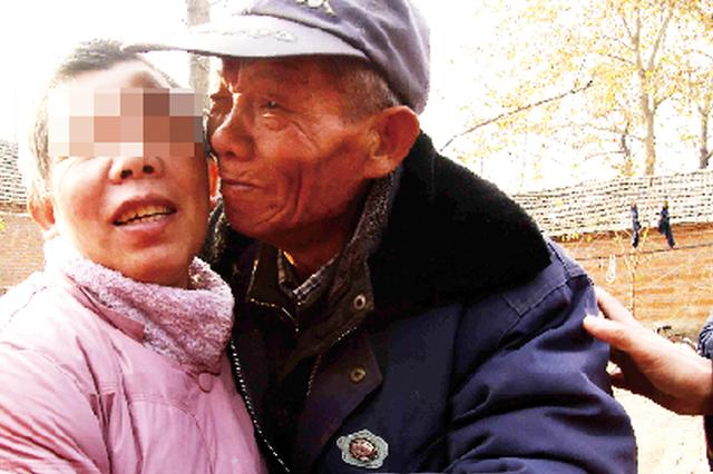 临泉一女子走失3年 两地志愿者接力父女又团聚